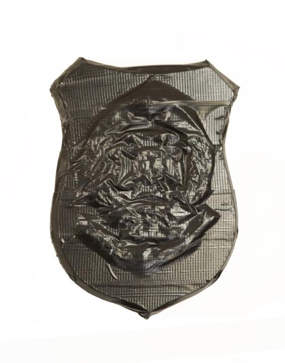 Negro sobre Negro 08. Cinta negra sobre escudo de madera y metal. 2011