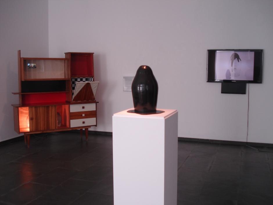 """Imagen de la exposición """"Plattenbau"""" en la galería Isabel Hurley de Málaga"""